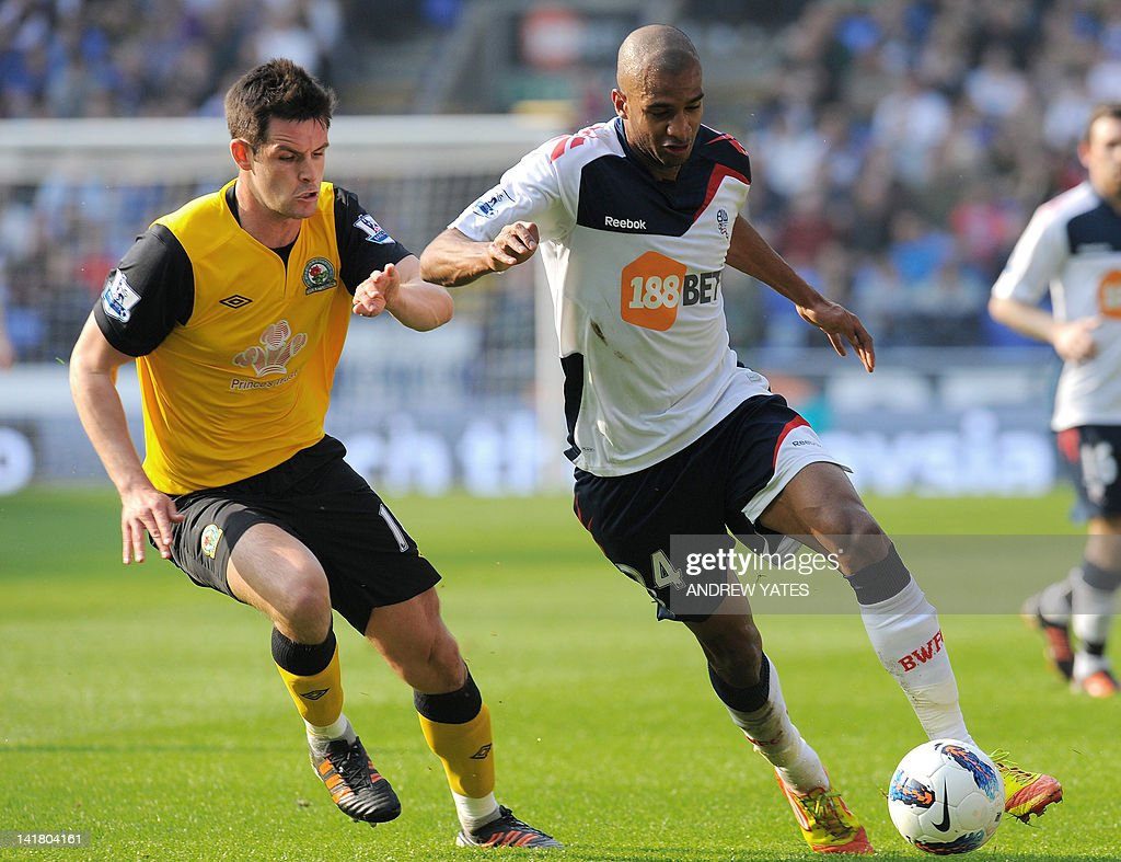 """Blackburn Rovers' English defender Scott Dann (L) vies with Bolton Wanderers' French forward David N'Gog during the English Premier League football match between Bolton and Blackburn Rovers at The Reebok stadium, Bolton, north-west England on March 24 2012. AFP PHOTO/ANDREW YATES. RESTRICTED TO EDITORIAL USE. No use with unauthorized audio, video, data, fixture lists, club/league logos or """"live"""" services. Online in-match use limited to 45 images, no video emulation. No use in betting, games or single club/league/player publications."""