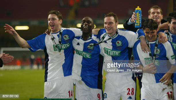 Blackburn Rovers' winning goal scorer Andy Cole celebrates with team mates NilsEric Johansson Martin Taylor and Jorge Yordi after his team's 21...