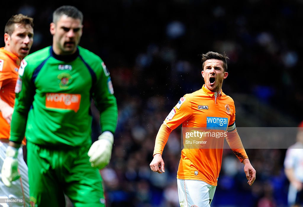 Blackpool captain Barry Ferguson has words with his Goalkeeper Matt Gilks during the npower Championship match between Bolton Wanderers and Blackpool...