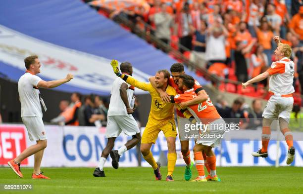 Blackpool players celebrate victory and promotion after the Sky Bet League Two Playoff Final between Blackpool and Exeter City at Wembley Stadium on...