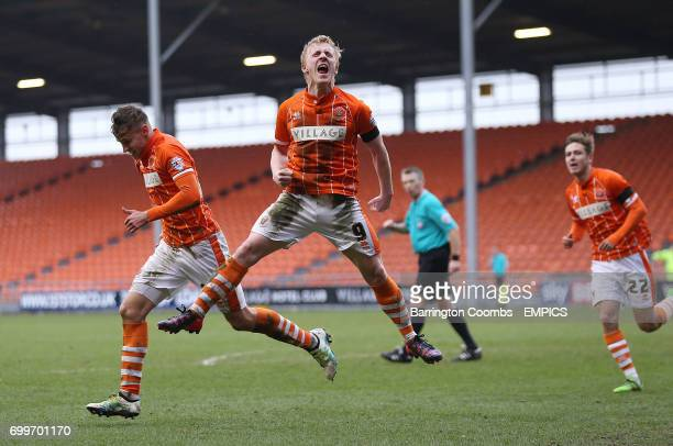 Blackpool's Jacob Blyth celebrate scoring the 2nd goal against Southend United with fellow goal scorer Mark Cullen