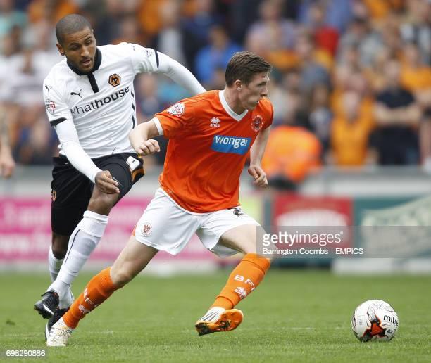 Blackpool's John Lundstram and Wolverhampton Wanderers' Leon Clarke battle for the ball