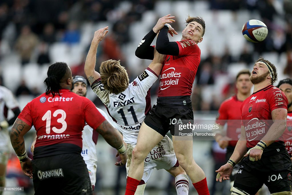 Blair Connor of Union Bordeaux Begles and <a gi-track='captionPersonalityLinkClicked' href=/galleries/search?phrase=James+O%27Connor+-+Rugby+Player&family=editorial&specificpeople=7921402 ng-click='$event.stopPropagation()'>James O'Connor</a> of RC Toulon battle for the ball during the Top 14 rugby match between Union Bordeaux Begles and RC Toulon at Stade Matmut Atlantique on February 14, 2016 in Bordeaux, France.