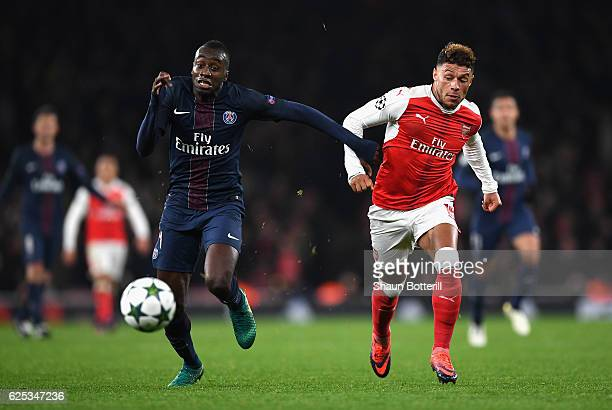 Blaise Matuidi of PSG and Alex OxladeChamberlain of Arsenal compete for the ball during the UEFA Champions League Group A match between Arsenal FC...