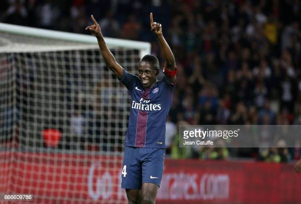 Blaise Matuidi of PSG celebrates his goal during the French Ligue 1 match between Paris SaintGermain and En Avant Guingamp at Parc des Princes on...