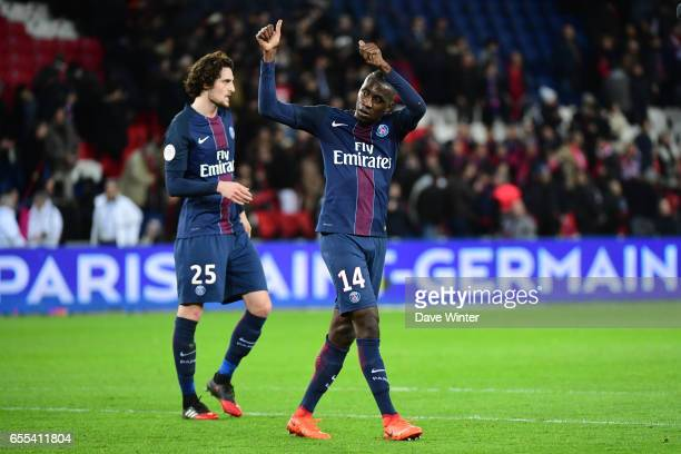 Blaise Matuidi of PSG salutes the crowd after the French Ligue 1 match between Paris Saint Germain and Lyon at Parc des Princes on March 19 2017 in...