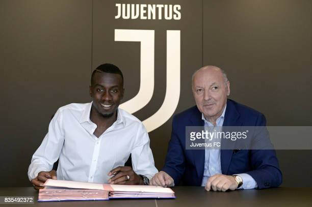 Blaise Matuidi poese with Juventus CEO Giuseppe Marotta afrer signing for Juventus on August 18 2017 in Turin Italy