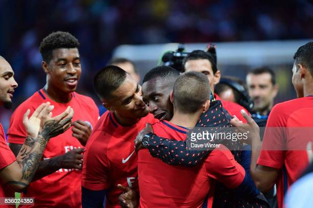 Blaise Matuidi who has left PSG to join Juventus says goodbye to his PSG teammates before the Ligue 1 match between Paris Saint Germain and Toulouse...