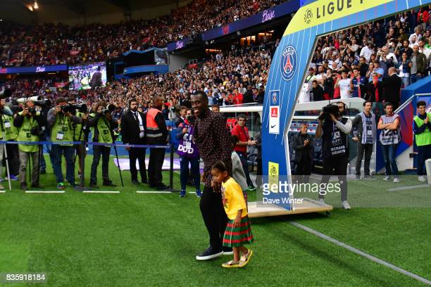 Blaise Matuidi who has left PSG to join Juventus says goodbye to the PSG fans before the Ligue 1 match between Paris Saint Germain and Toulouse at...