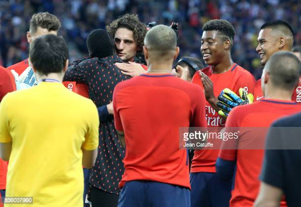 Blaise Matuidi who just left PSG for Juventus Turin is greeted by Adrien Rabiot Presnel Kimpembe Alphonse Areola and teammates before the French...