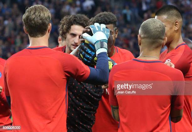 Blaise Matuidi who just left PSG for Juventus Turin is greeted by teammates before the French Ligue 1 match between Paris Saint Germain and Toulouse...