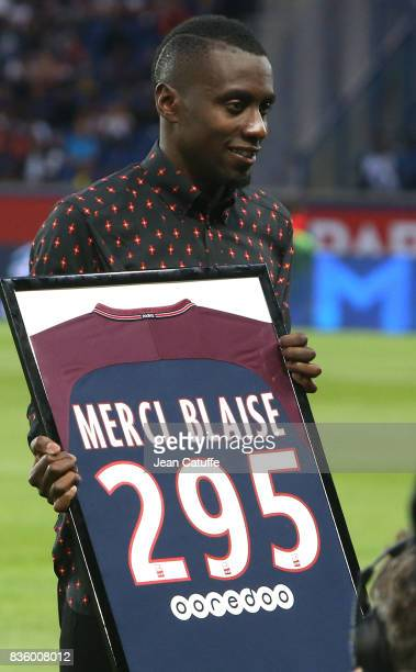 Blaise Matuidi who just left PSG for Juventus Turin is honored before the French Ligue 1 match between Paris Saint Germain and Toulouse FC at Parc...