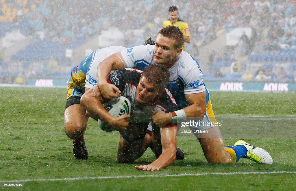 Blake Ayshford of the Warriors breaks the defence to score a try during the round 14 NRL match between the Gold Coast Titans and the New Zealand Warriors at Cbus Super Stadium on June 10, 2017 in Gold Coast, Australia.