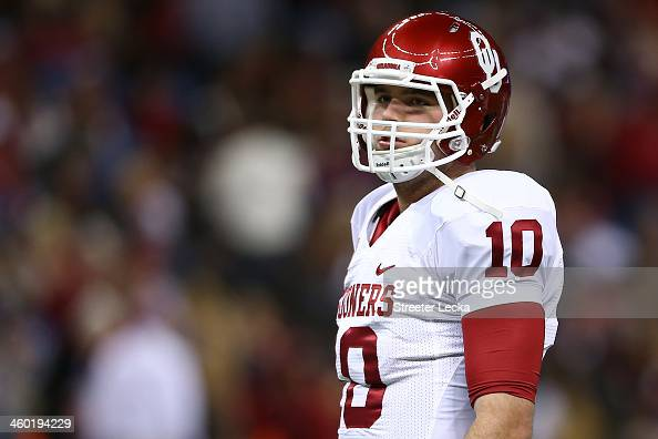 Blake Bell of the Oklahoma Sooners warms up prior to playing the Alabama Crimson Tide in the Allstate Sugar Bowl at the MercedesBenz Superdome on...