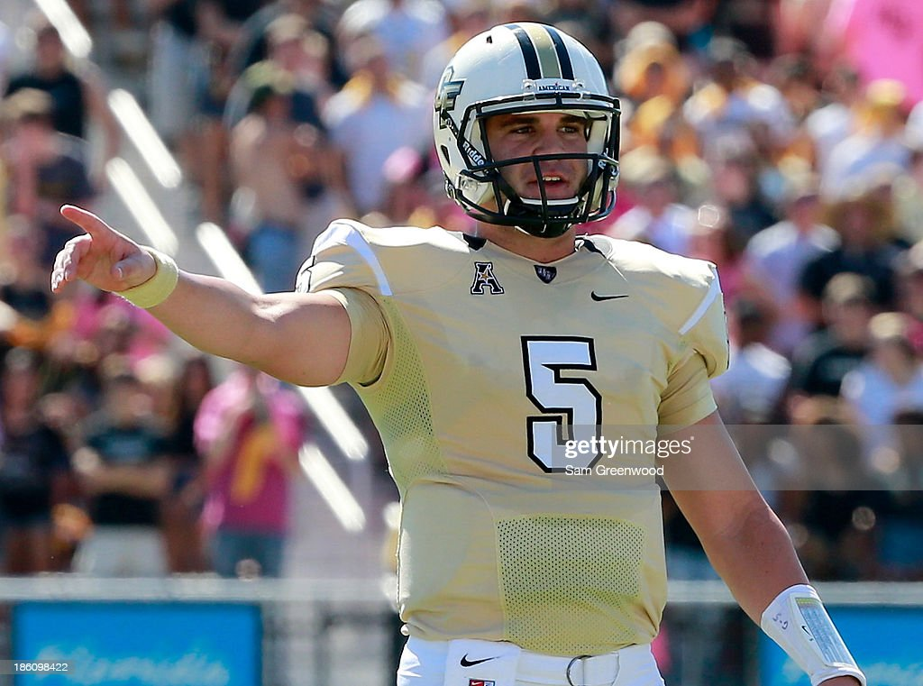 Blake Bortles #5 of the UCF Knights calls signals during the game against the Connecticut Huskies at Bright House Networks Stadium on October 26, 2013 in Orlando, Florida.