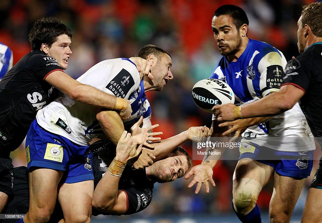 Blake Green of the Bulldogs offloads to Dene Halatau during the round 11 NRL match between the Penrith Panthers and the Canterbury Bulldogs at CUA Stadium on May 24, 2010 in Sydney, Australia.