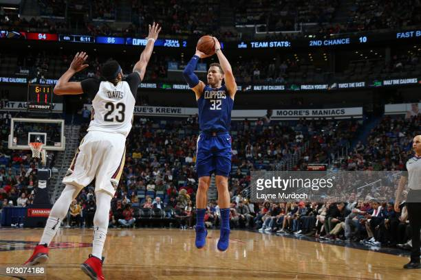 Blake Griffin of the LA Clippers shoots the ball against the New Orleans Pelicans on November 11 2017 at Smoothie King Center in New Orleans...