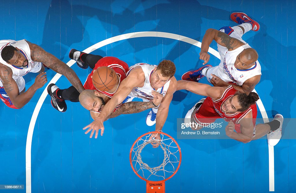 <a gi-track='captionPersonalityLinkClicked' href=/galleries/search?phrase=Blake+Griffin+-+Basketball+Player&family=editorial&specificpeople=4216010 ng-click='$event.stopPropagation()'>Blake Griffin</a> #32 of the Los Angeles Clippers and <a gi-track='captionPersonalityLinkClicked' href=/galleries/search?phrase=Carlos+Boozer&family=editorial&specificpeople=201638 ng-click='$event.stopPropagation()'>Carlos Boozer</a> #5 of the Chicago Bulls battle for a rebound at Staples Center on November 17, 2012 in Los Angeles, California.