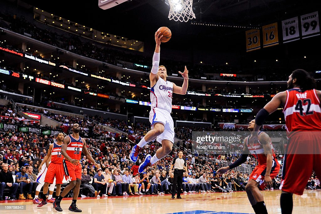 Blake Griffin #32 of the Los Angeles Clippers drives to the basket against the Washington Wizards at Staples Center on January 19, 2013 in Los Angeles, California.