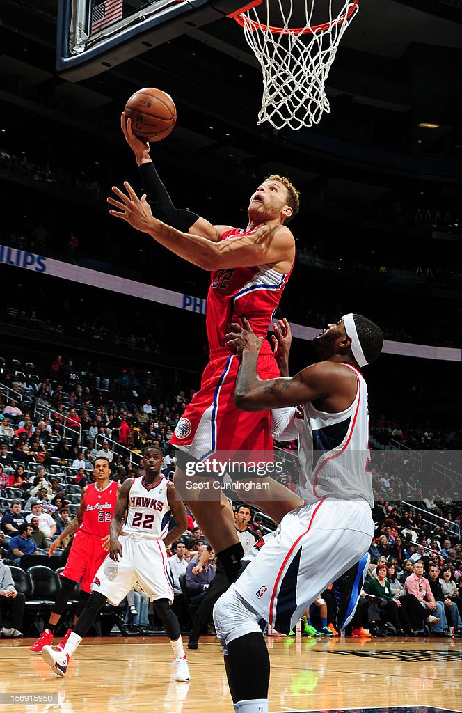 Blake Griffin #32 of the Los Angeles Clippers drives to the basket vs the Atlanta Hawks at Philips Arena on November 24, 2012 in Atlanta, Georgia.