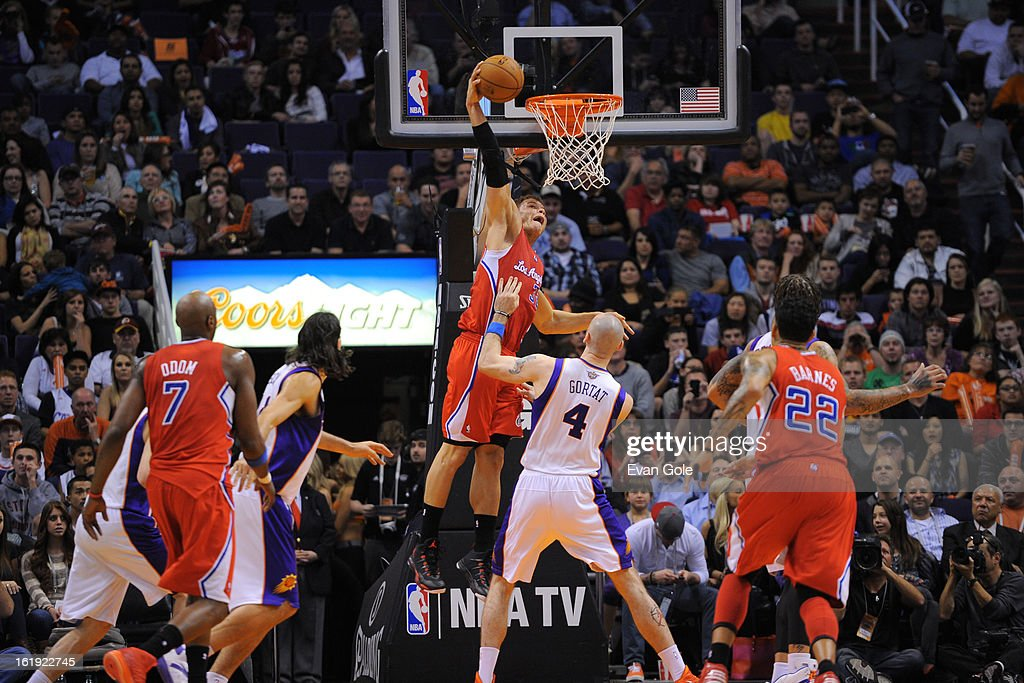 <a gi-track='captionPersonalityLinkClicked' href=/galleries/search?phrase=Blake+Griffin+-+Basketballer&family=editorial&specificpeople=4216010 ng-click='$event.stopPropagation()'>Blake Griffin</a> #32 of the Los Angeles Clippers dunks against <a gi-track='captionPersonalityLinkClicked' href=/galleries/search?phrase=Marcin+Gortat&family=editorial&specificpeople=589986 ng-click='$event.stopPropagation()'>Marcin Gortat</a> #4 of the Phoenix Suns at US Airways Center on January 24, 2013 in Phoenix, Arizona.