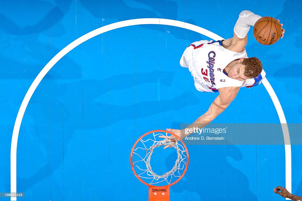 Blake Griffin #32 of the Los Angeles Clippers dunks against the Sacramento Kings at Staples Center on December 21, 2012 in Los Angeles, California.