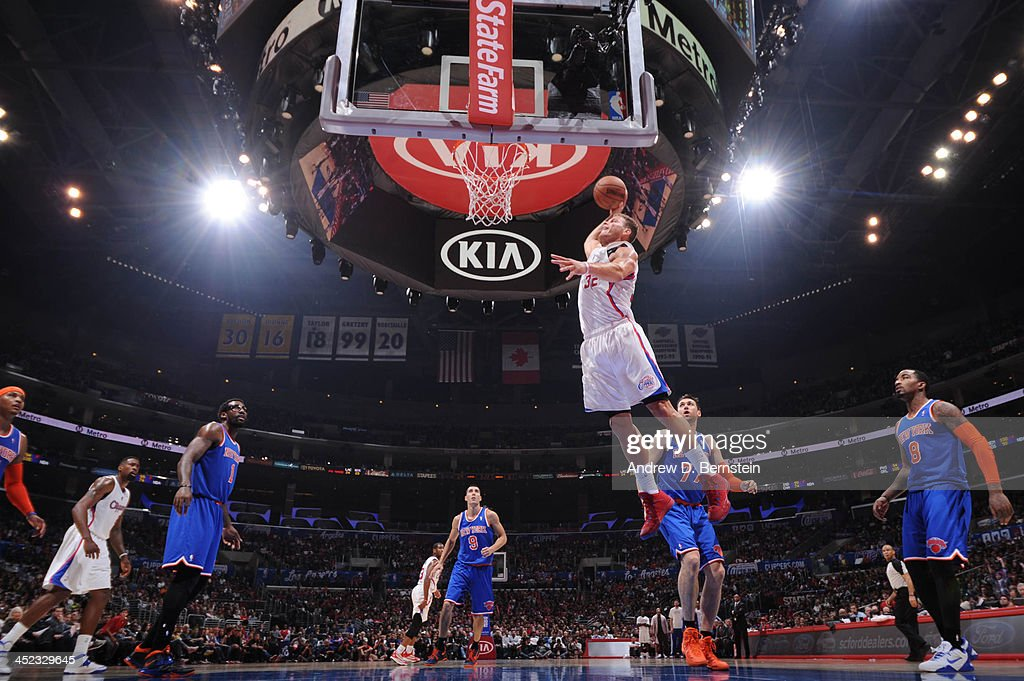 Blake Griffin #32 of the Los Angeles Clippers dunks against the New York Knicks at Staples Center on November 27, 2013 in Los Angeles, California.
