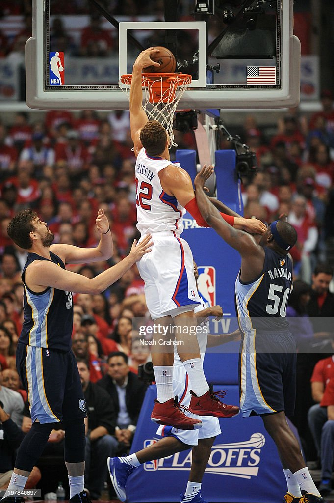 <a gi-track='captionPersonalityLinkClicked' href=/galleries/search?phrase=Blake+Griffin+-+Joueur+de+basketball&family=editorial&specificpeople=4216010 ng-click='$event.stopPropagation()'>Blake Griffin</a> #32 of the Los Angeles Clippers dunks the ball against the Memphis Grizzlies at Staples Center in Game Five of the Western Conference Quarterfinals during the 2013 NBA Playoffs on April 30, 2013 in Los Angeles, California.
