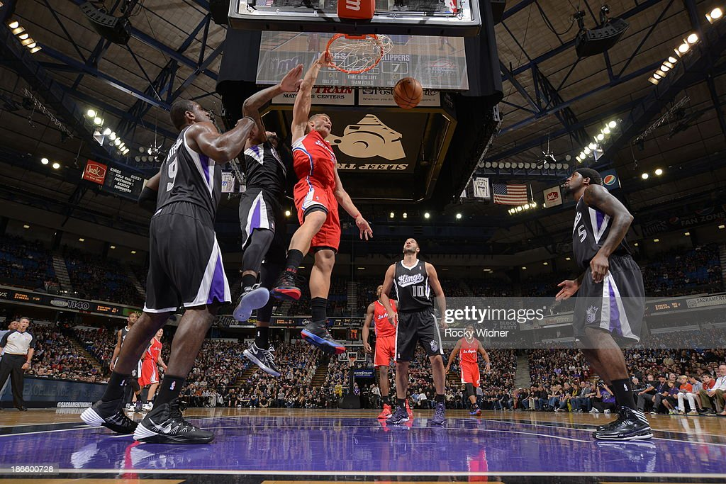 Blake Griffin #32 of the Los Angeles Clippers dunks the ball against the Sacramento Kings at Sleep Train Arena on November 1, 2013 in Sacramento, California.