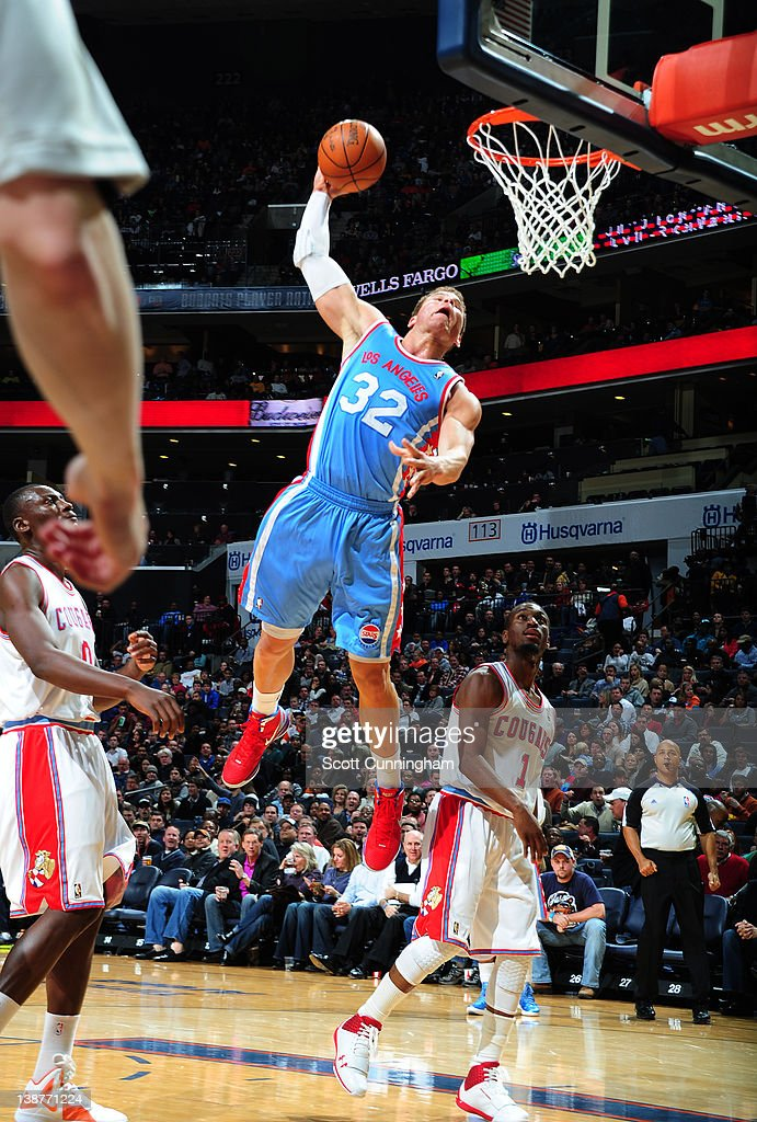 <a gi-track='captionPersonalityLinkClicked' href=/galleries/search?phrase=Blake+Griffin+-+Jugador+de+baloncesto&family=editorial&specificpeople=4216010 ng-click='$event.stopPropagation()'>Blake Griffin</a> #32 of the Los Angeles Clippers goes to the basket during the game between the Los Angeles Clippers and the Charlotte Bobcats on February 11, 2012 at Philips Arena in Atlanta, Georgia.