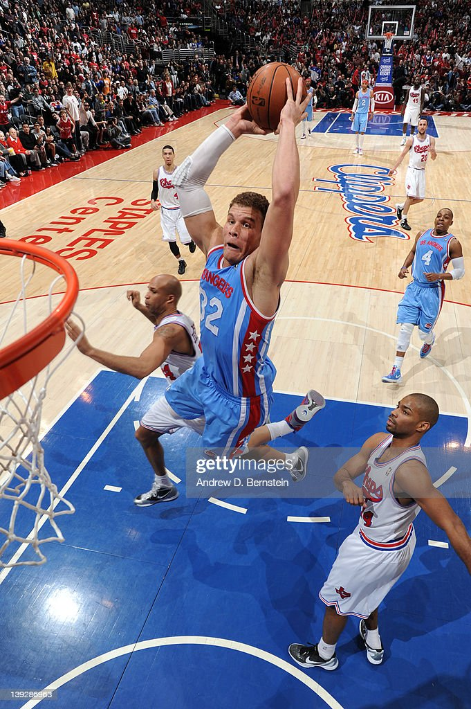 <a gi-track='captionPersonalityLinkClicked' href=/galleries/search?phrase=Blake+Griffin+-+Basketspelare&family=editorial&specificpeople=4216010 ng-click='$event.stopPropagation()'>Blake Griffin</a> #32 of the Los Angeles Clippers goes to the basket during the game against the San Antonio Spurs at Staples Center on February 18, 2012 in Los Angeles, California.