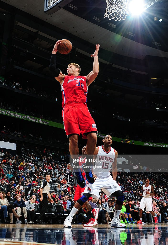 Blake Griffin #32 of the Los Angeles Clippers grabs a rebound vs the Atlanta Hawks at Philips Arena on November 24, 2012 in Atlanta, Georgia.