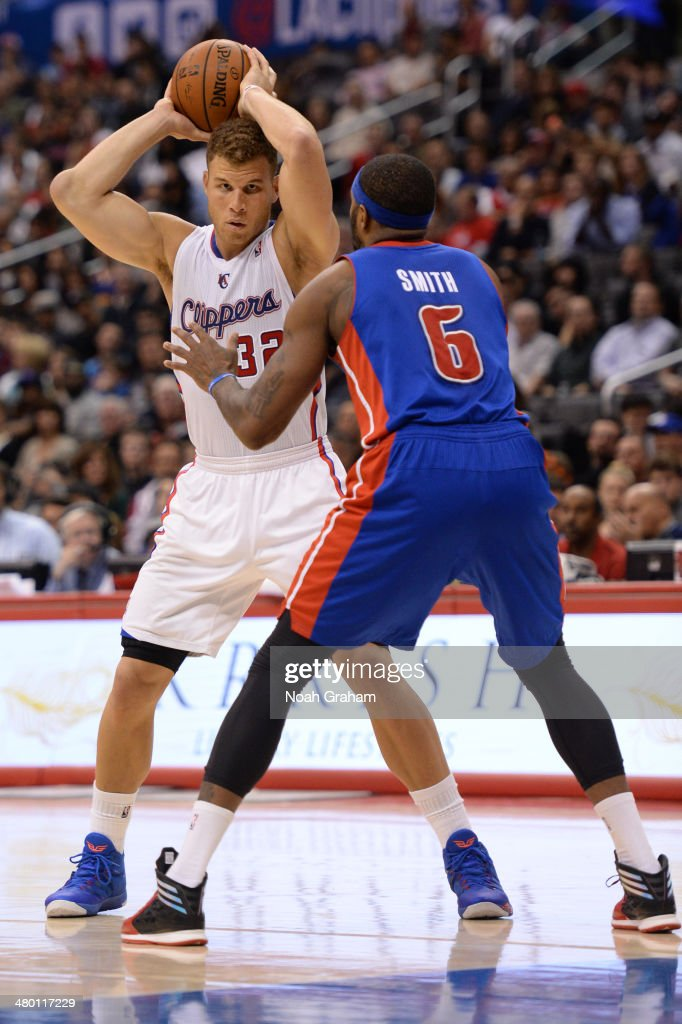 Blake Griffin #32 of the Los Angeles Clippers handles the basketball against the Detroit Pistons at STAPLES Center on March 22, 2014 in Los Angeles, California.
