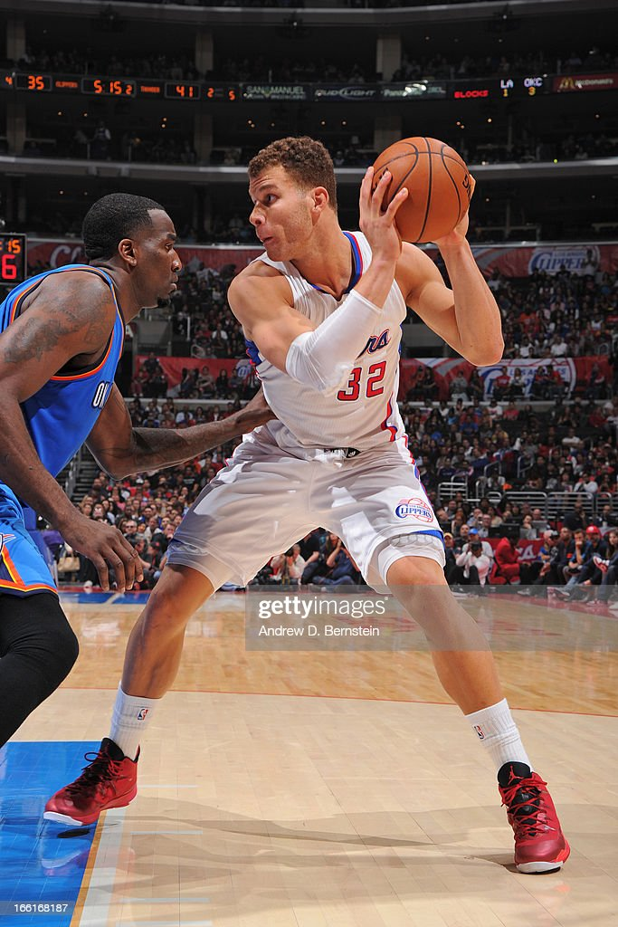 <a gi-track='captionPersonalityLinkClicked' href=/galleries/search?phrase=Blake+Griffin+-+Jugador+de+baloncesto&family=editorial&specificpeople=4216010 ng-click='$event.stopPropagation()'>Blake Griffin</a> #32 of the Los Angeles Clippers looks to drive to the basket against the Oklahoma City Thunder at Staples Center on March 3, 2013 in Los Angeles, California.
