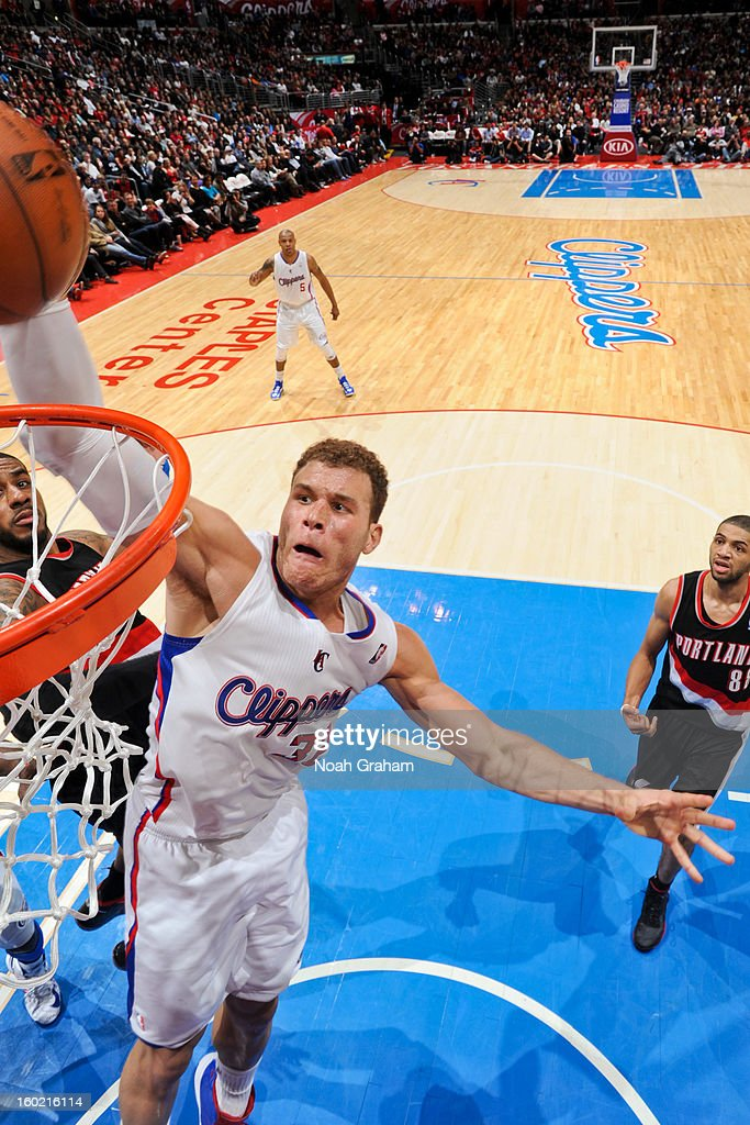 <a gi-track='captionPersonalityLinkClicked' href=/galleries/search?phrase=Blake+Griffin+-+Jugador+de+baloncesto&family=editorial&specificpeople=4216010 ng-click='$event.stopPropagation()'>Blake Griffin</a> #32 of the Los Angeles Clippers rises for a dunk against the Portland Trail Blazers at Staples Center on January 27, 2013 in Los Angeles, California.