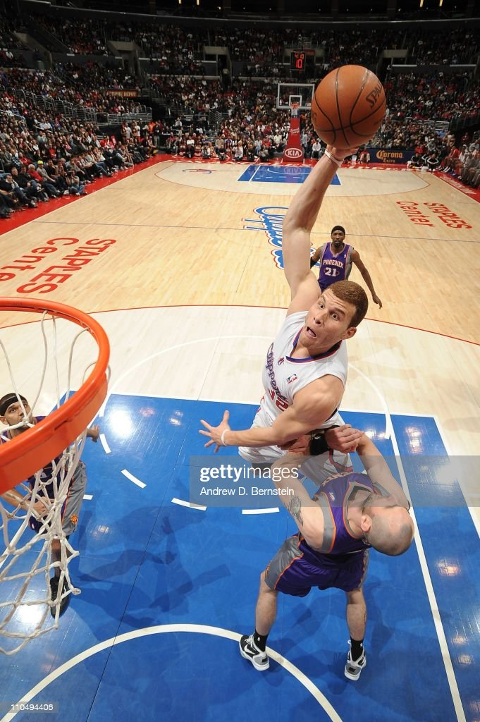 <a gi-track='captionPersonalityLinkClicked' href=/galleries/search?phrase=Blake+Griffin+-+Basketball+Player&family=editorial&specificpeople=4216010 ng-click='$event.stopPropagation()'>Blake Griffin</a> #32 of the Los Angeles Clippers rises for a dunk attempt against <a gi-track='captionPersonalityLinkClicked' href=/galleries/search?phrase=Marcin+Gortat&family=editorial&specificpeople=589986 ng-click='$event.stopPropagation()'>Marcin Gortat</a> #4 of the Phoenix Suns at Staples Center on March 20, 2011 in Los Angeles, California.