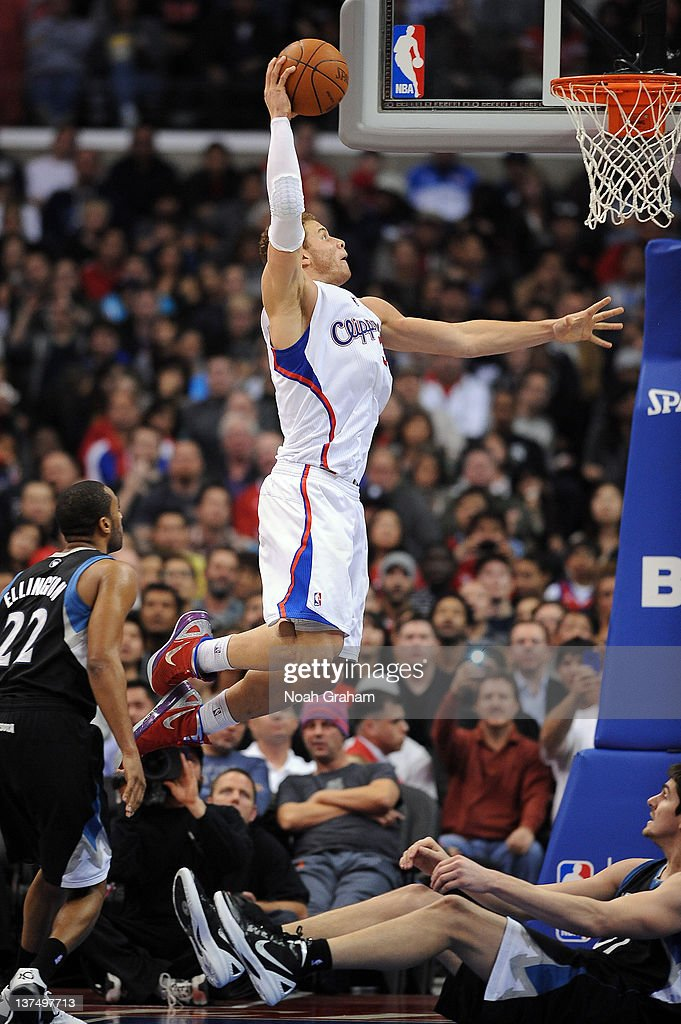 <a gi-track='captionPersonalityLinkClicked' href=/galleries/search?phrase=Blake+Griffin+-+Joueur+de+basketball&family=editorial&specificpeople=4216010 ng-click='$event.stopPropagation()'>Blake Griffin</a> #32 of the Los Angeles Clippers rises up to dunk against Darko Millicic #31 of the Minnesota Timberwolves at Staples Center on January 20, 2012 in Los Angeles, California.