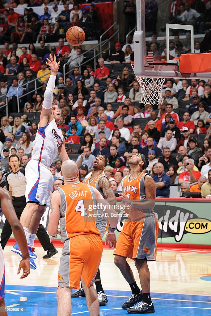 Blake Griffin #32 of the Los Angeles Clippers shoots against the Phoenix Suns at Staples Center on December 8, 2012 in Los Angeles, California.