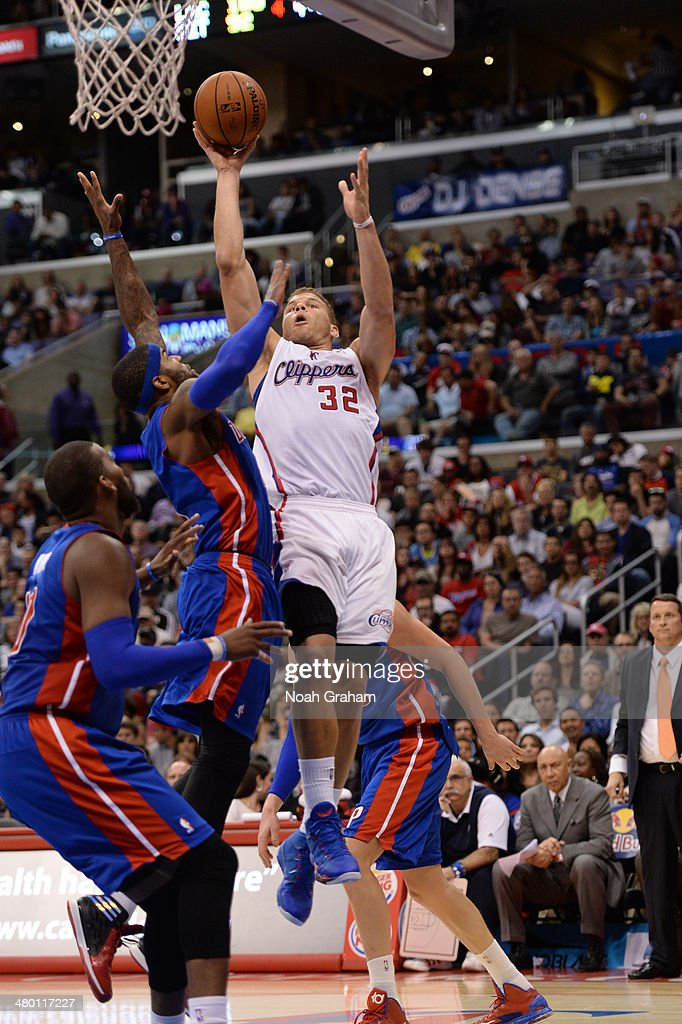 Blake Griffin #32 of the Los Angeles Clippers shoots during a game against the Detroit Pistons at STAPLES Center on March 22, 2014 in Los Angeles, California.