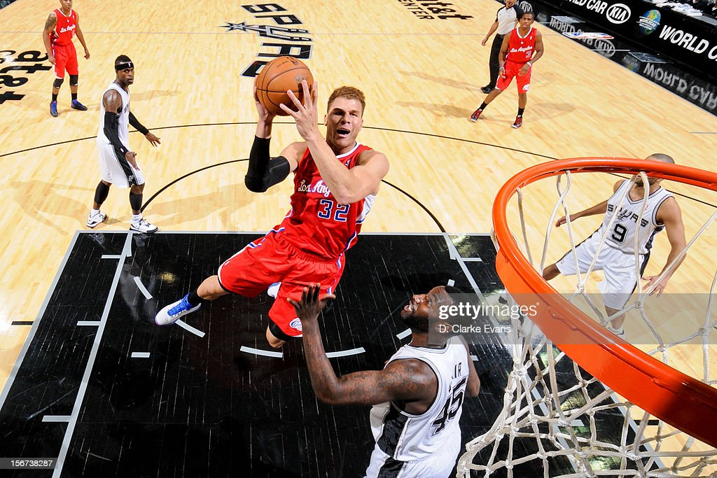 Blake Griffin #32 of the Los Angeles Clippers shoots in the lane against the San Antonio Spurs on November 19, 2012 at the AT&T Center in San Antonio, Texas.