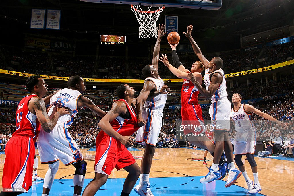 Blake Griffin #32 of the Los Angeles Clippers shoots in the lane against Kendrick Perkins #5 and Serge Ibaka #9 of the Oklahoma City Thunder on November 21, 2012 at the Chesapeake Energy Arena in Oklahoma City, Oklahoma.