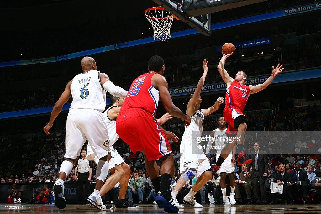<a gi-track='captionPersonalityLinkClicked' href=/galleries/search?phrase=Blake+Griffin+-+Basketball+Player&family=editorial&specificpeople=4216010 ng-click='$event.stopPropagation()'>Blake Griffin</a> #32 of the Los Angeles Clippers shoots over <a gi-track='captionPersonalityLinkClicked' href=/galleries/search?phrase=Yi+Jianlian&family=editorial&specificpeople=646125 ng-click='$event.stopPropagation()'>Yi Jianlian</a> #31 of the Washington Wizards at the Verizon Center on March 12, 2011 in Washington, DC.