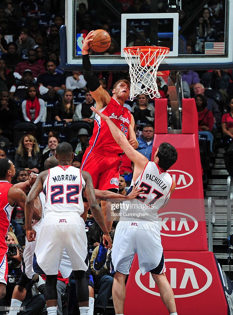 Blake Griffin #32 of the Los Angeles Clippers throws down the dunk vs the Atlanta Hawks at Philips Arena on November 24, 2012 in Atlanta, Georgia.