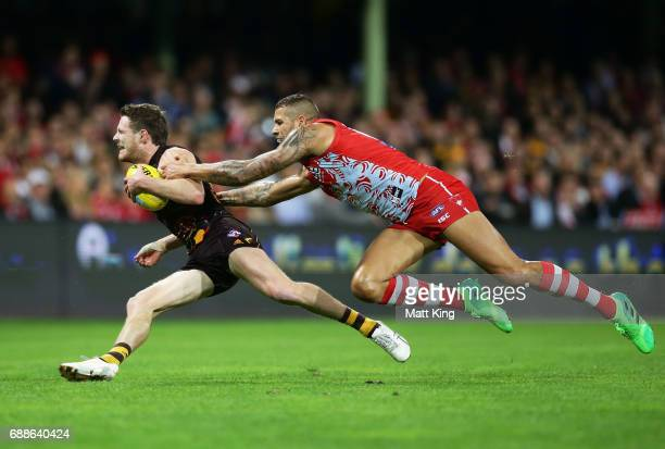Blake Hardwick of the Hawks is challenged by Lance Franklin of the Swans during the round 10 AFL match between the Sydney Swans and the Hawthorn...