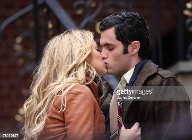 Blake Lively and Penn Badgley on location for 'Gossip Girl' November 27 2007 in New York City