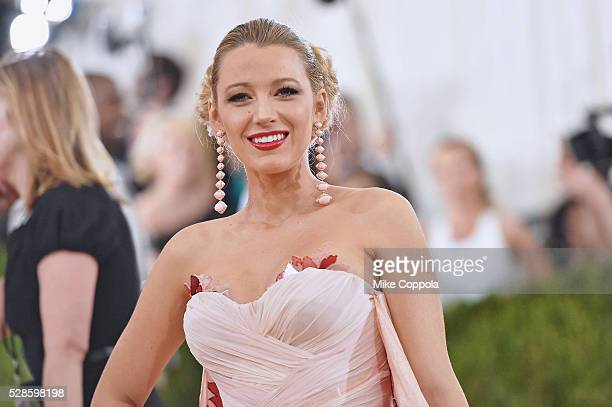 Blake Lively attends the 'Manus x Machina Fashion In An Age Of Technology' Costume Institute Gala at Metropolitan Museum of Art on May 2 2016 in New...
