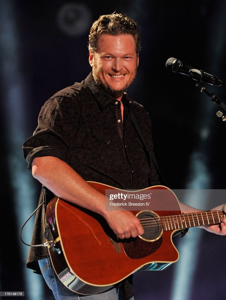 <a gi-track='captionPersonalityLinkClicked' href=/galleries/search?phrase=Blake+Shelton&family=editorial&specificpeople=2352026 ng-click='$event.stopPropagation()'>Blake Shelton</a> performs at LP Field during the 2013 CMA Music Festival on June 7, 2013 in Nashville, Tennessee.