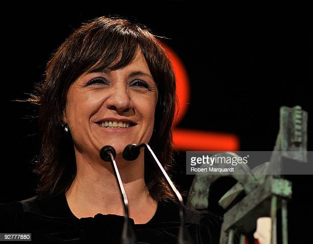 Blanca Portillo receives an 2009 Onda Award by Dewar Character White Label at the Theater Liceu on November 4 2009 in Barcelona Spain