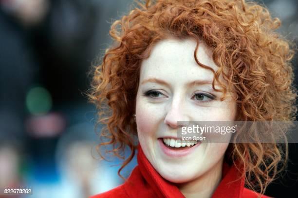 Blandine BELLAVOIRactrice de la Serie 'Plus Belle la Vie' qui joue le role de Sonia remet le prix du joueur le plus sexy a Sylvain MARVEAUX dans le...