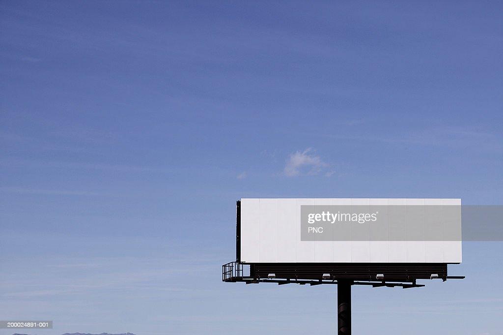 Blank billboard against blue sky : Foto de stock